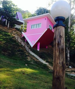 Bed and Breakfast in colorful house - Thep Kasattri