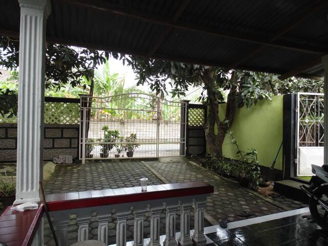 100 Meter Dari Pantai Looh,.. - Mataram - ที่พักพร้อมอาหารเช้า