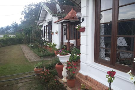 Comfortable home stay in Kandy - House