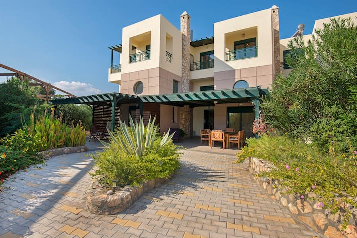 Giannis Beach Villa - Kiotari - Rumah
