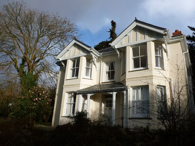 Victorian 4-bed House in village, close to beaches - Perranwell Station - Huis