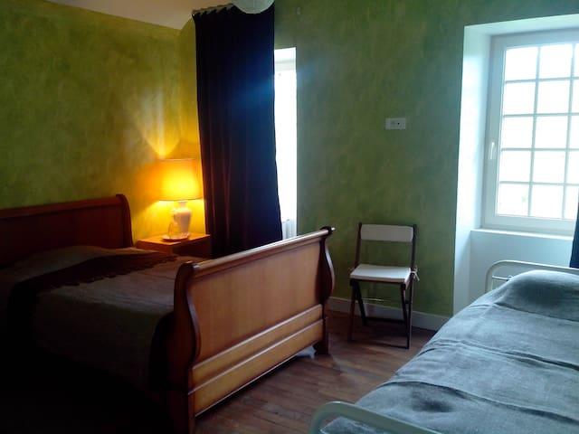 Chambre saint Julien vu panoramique - Domfront - House