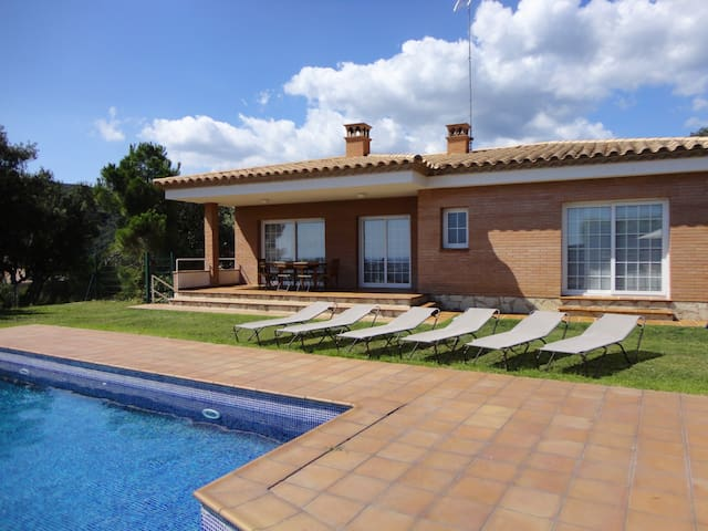 VILLA MAS SANTET, WITH PRIVATE POOL AND GARDEN, WIFI, PARKING