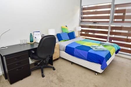 Master Bedroom w shower 3min to station & shopping - Parramatta