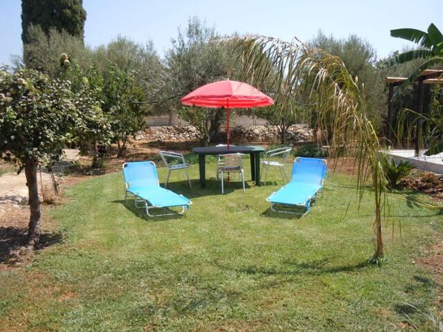 Bilocale in villa in pieno relax - Ognina - Daire
