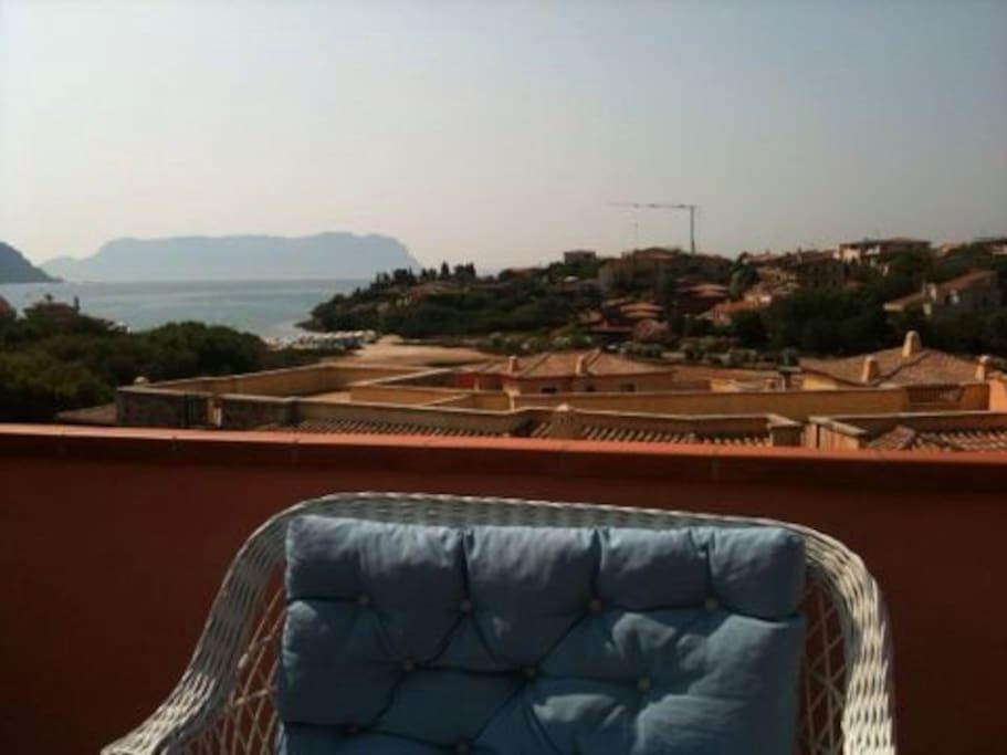 Panorama dal terrazzo e spiaggia.