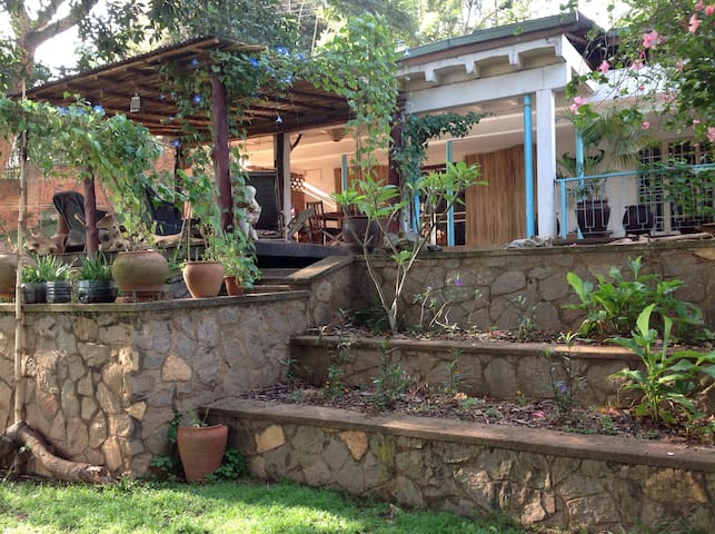 Tall trees & Turacos Single Room - Kampala - Haus