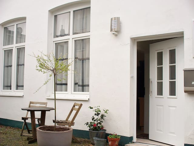 Quiet Backyard apartment Central - Lübeck - Daire