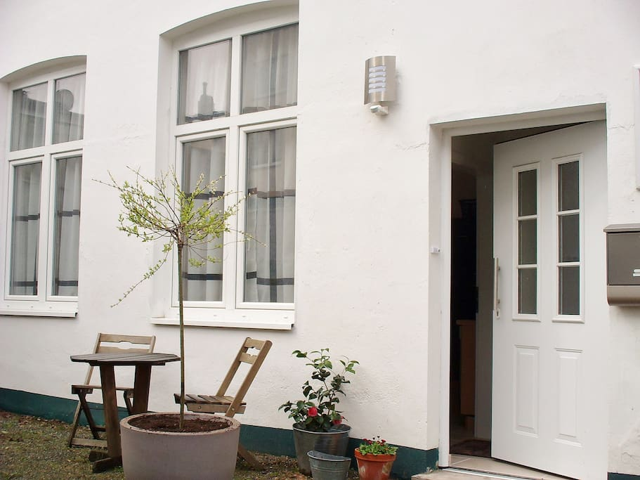 Quiet Backyard Apartment Central Apartments For Rent In