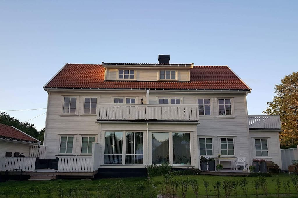 Leiligheten ligger fint plassert i andre etg. med to terrasser.