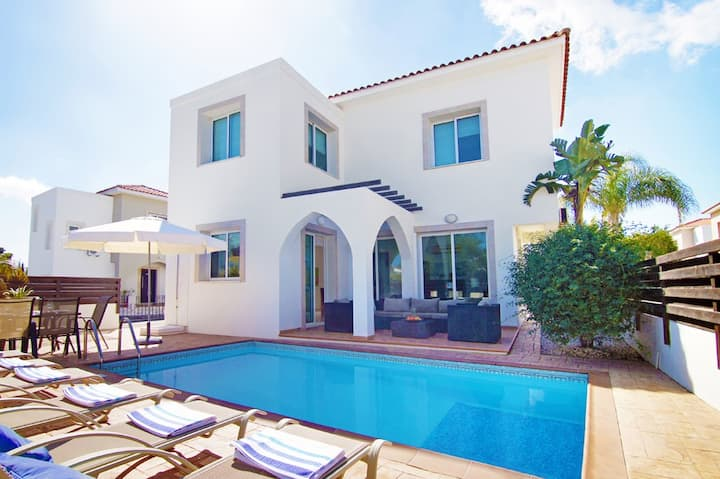 Madison-3bed family villa with pool