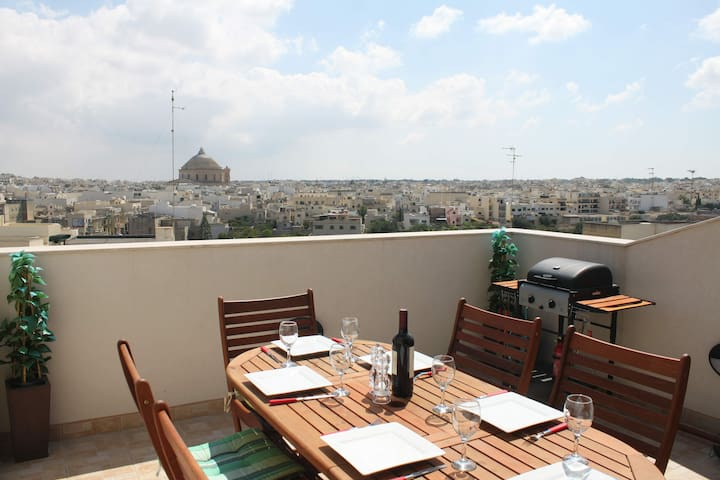 Spacious Modern Penthouse Sleeps 6  - Mosta - Lägenhet
