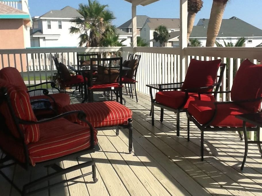 Front deck with comfy chairs for 4 and 2 dining areas