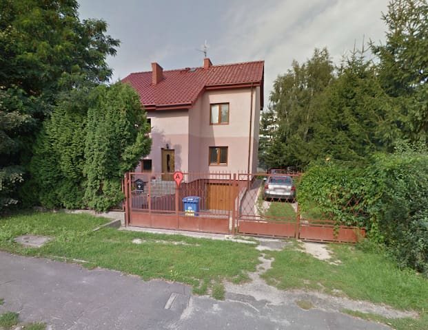Comfortable rooms, parking - Pruszków - House