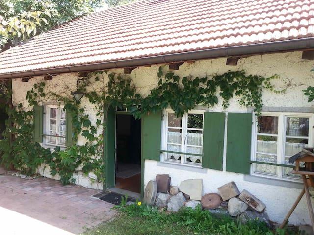 Zauberhaftes Kleinod i.Voralpenland - Bernbeuren - House