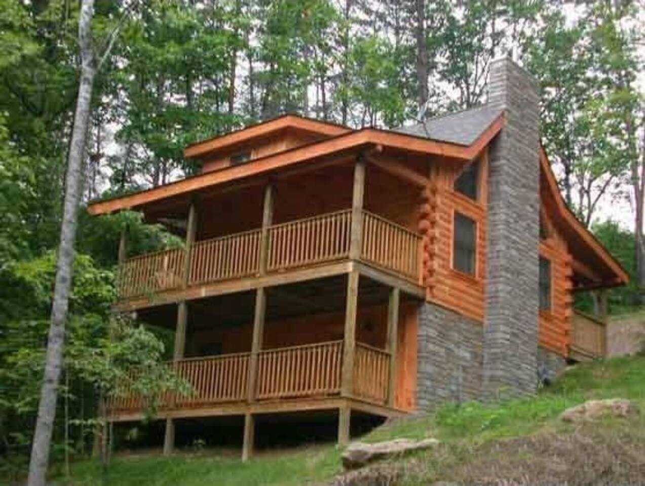 Welcome to this Pet Friendly, 2BR cabin in the Smokies!