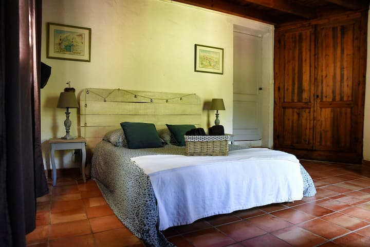 Maison de campagne avec piscine bord de Dordogne