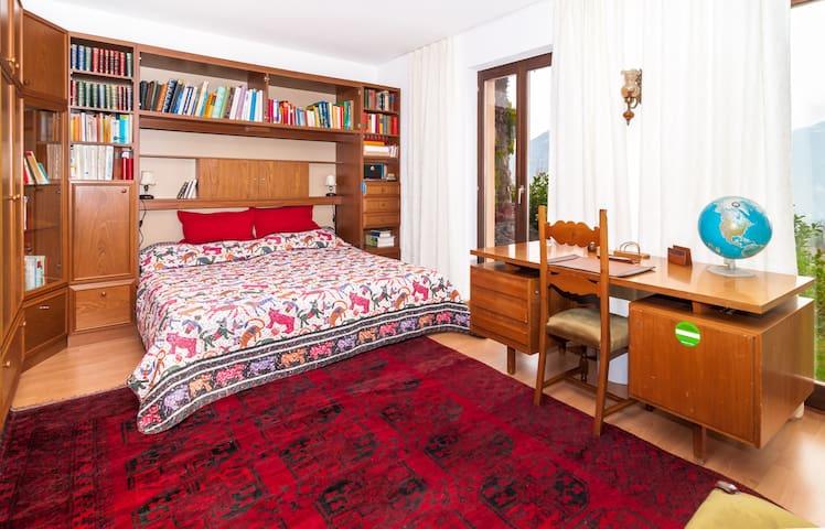 Nice Room in Mediterranean Villa - Porza - House