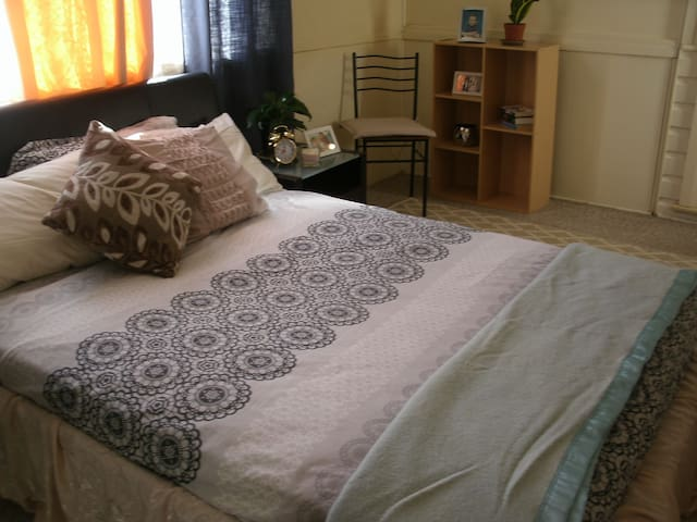Conveniently located Cozy Room in Western Sydney
