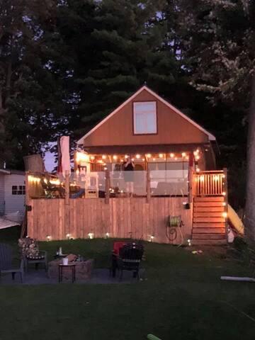 Beautiful waterfront cottage on Belmont lake!