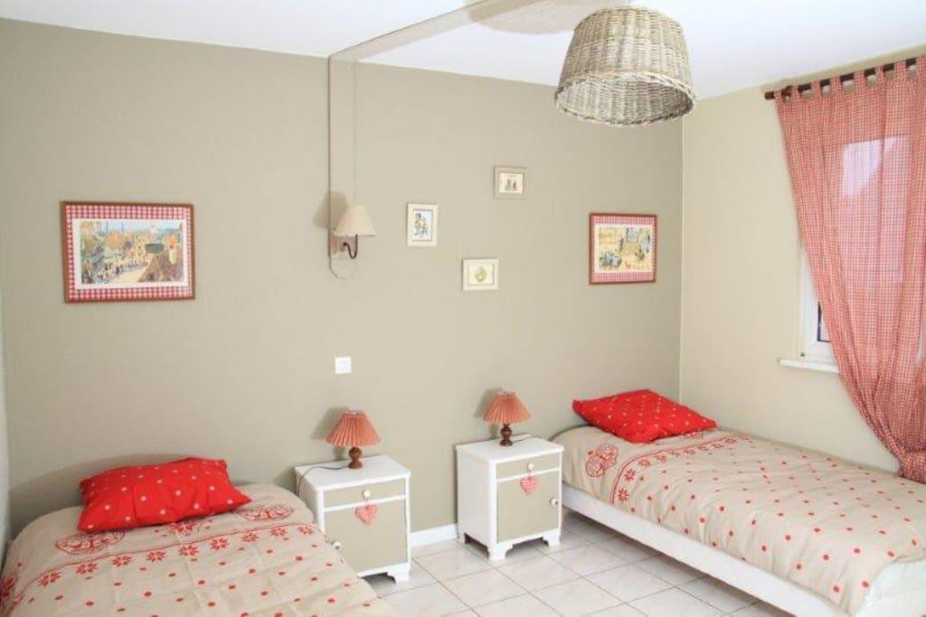chambre Hansi, 2 lits individuels