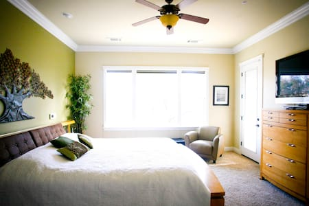 Luxury 4 Bedroom Vacation Rental! - Redding - 独立屋
