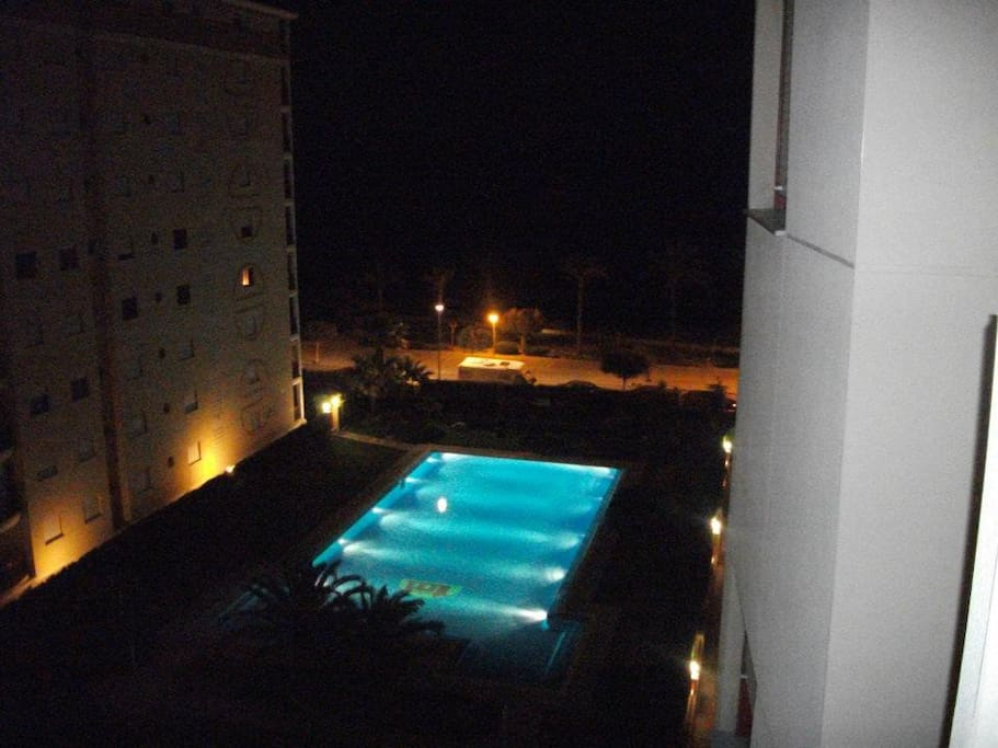 Piscina 24horas / 24hours Swimming Pool