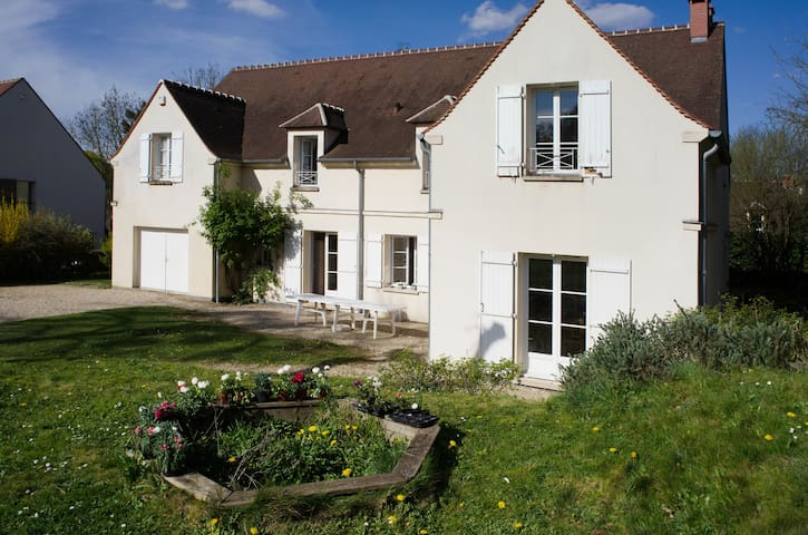 Appartement  centre ville, jardin. - Senlis - Appartement
