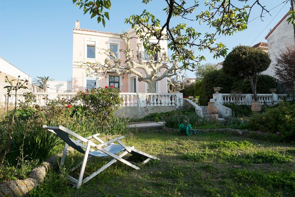 Villa et jardin 2 pas de la mer maisons louer - La cremaillere cote mer et hotel cote jardin ...