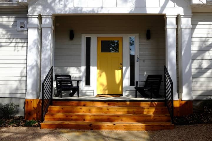 ★ Modern Farmhouse ★ Stylish East Austin Retreat ★