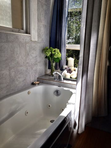 Romantic Studio with a Jacuzzi Spa & Massage Chair