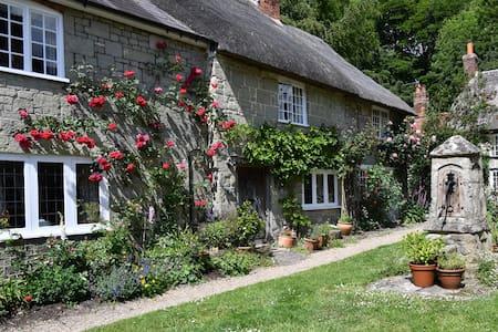 300 Year Old Cottage in Shaftesbury's Pump Yard