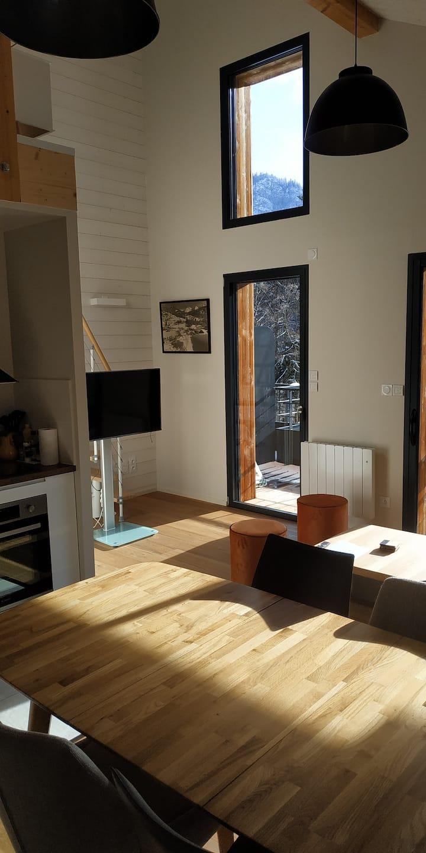 'Appartement neuf au calme dans un grand chalet'