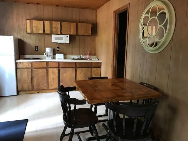 Lake Gaston fully furnished cabin/woodland setting