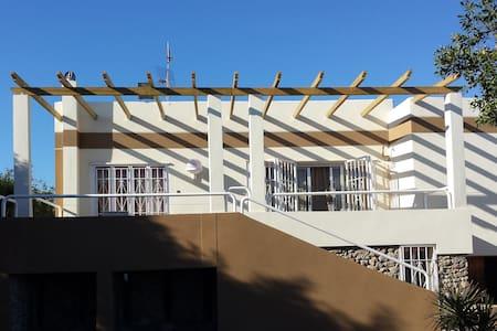 Estupenda casa chalet en El Toyo - Almeria