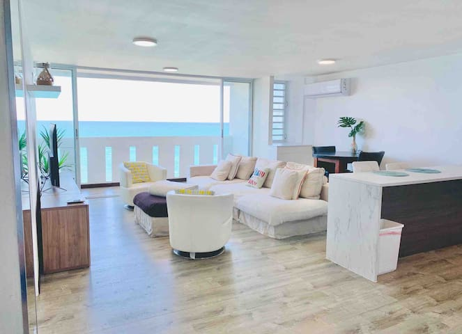 Breathtaking Oceanfront Condo: Pool- Gym - Tennis