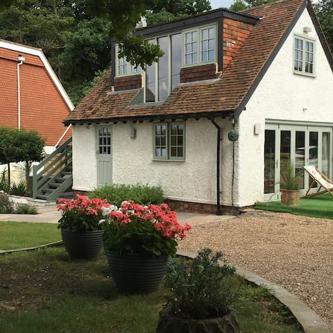 Modern Cottage/Annexe in Kentish Orchard Setting - Matfield - Casa