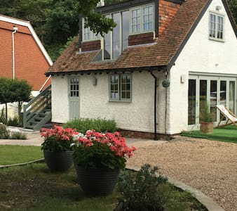 Modern Cottage/Annexe in Kentish Orchard Setting - Matfield