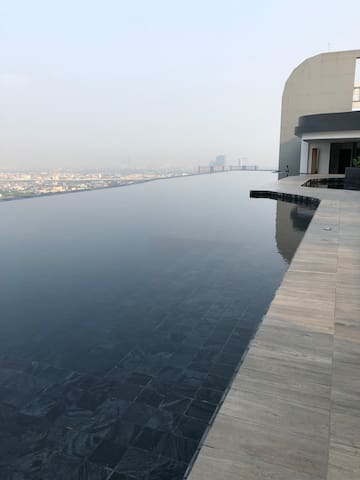 No.1 Rooftop Pool near MRT Station + WiFi LetRelax