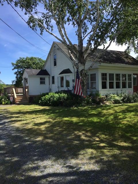 Peaceful Restored Farmhouse/West Room