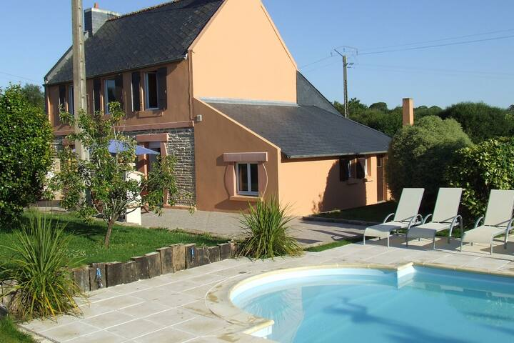 Cozy Holiday Home  in Concarneau with Swimming Pool