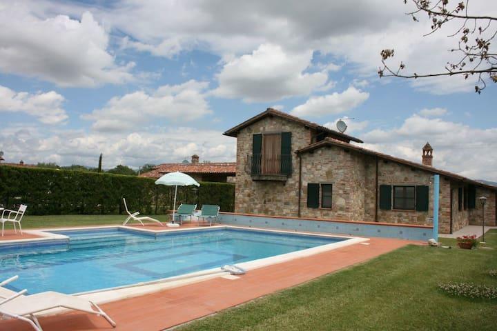 Villa Aba, sleeps 8 guests in Castiglione Del Lago - Castiglione del Lago - Villa