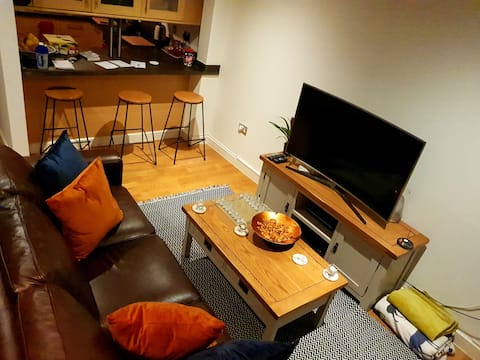 S-Double Bed, Private bathroom, central location.