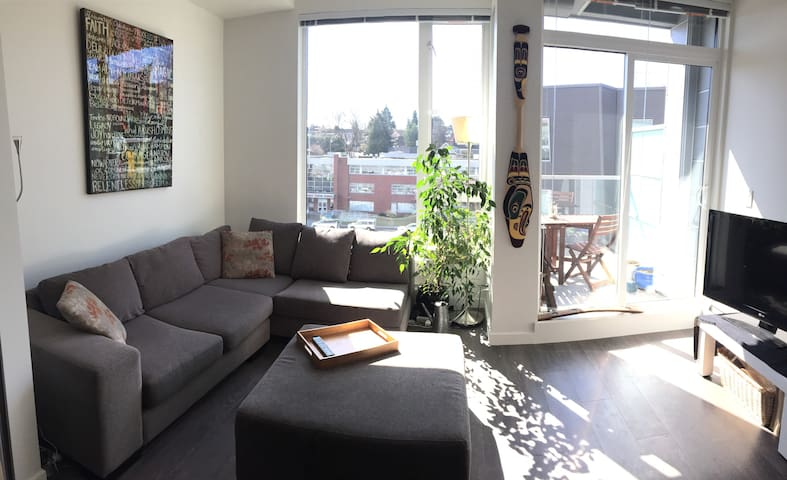 Beautiful Brand New Roof Top Condo - Vancouver - Apartment
