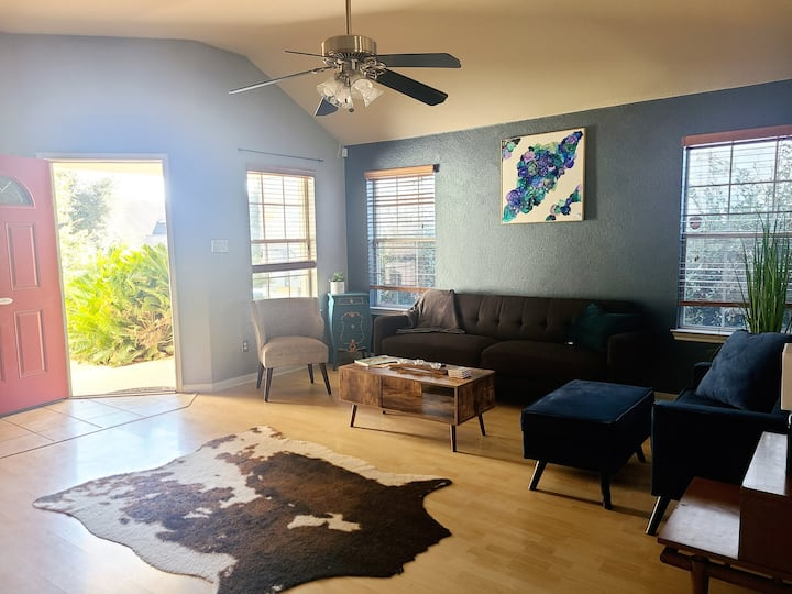 MidCentury Modern Extended Stay Home w Yard+Garage
