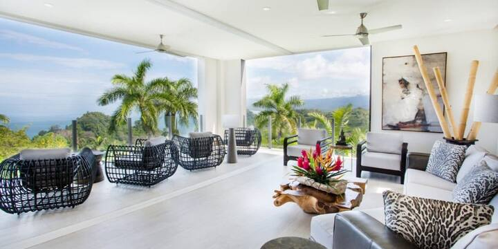 Piscina privada | Villa con aire acondicionado