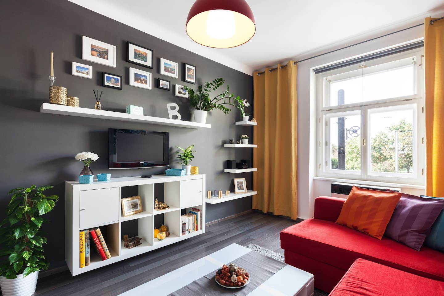 Lounge area with pull out sofa,NETFLIX, Apple TV, hifi with USB, iphone or any mp3 player connection