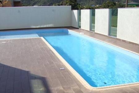 Condomínio Edifício Madrid. - Governador Celso Ramos - Apartment