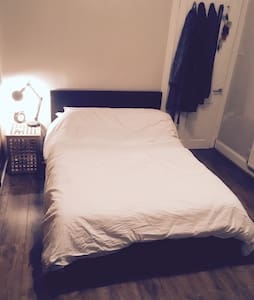 Single room (large new double bed) - 格拉斯哥 - 公寓