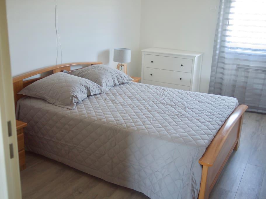 La chambre avec lit 140x190